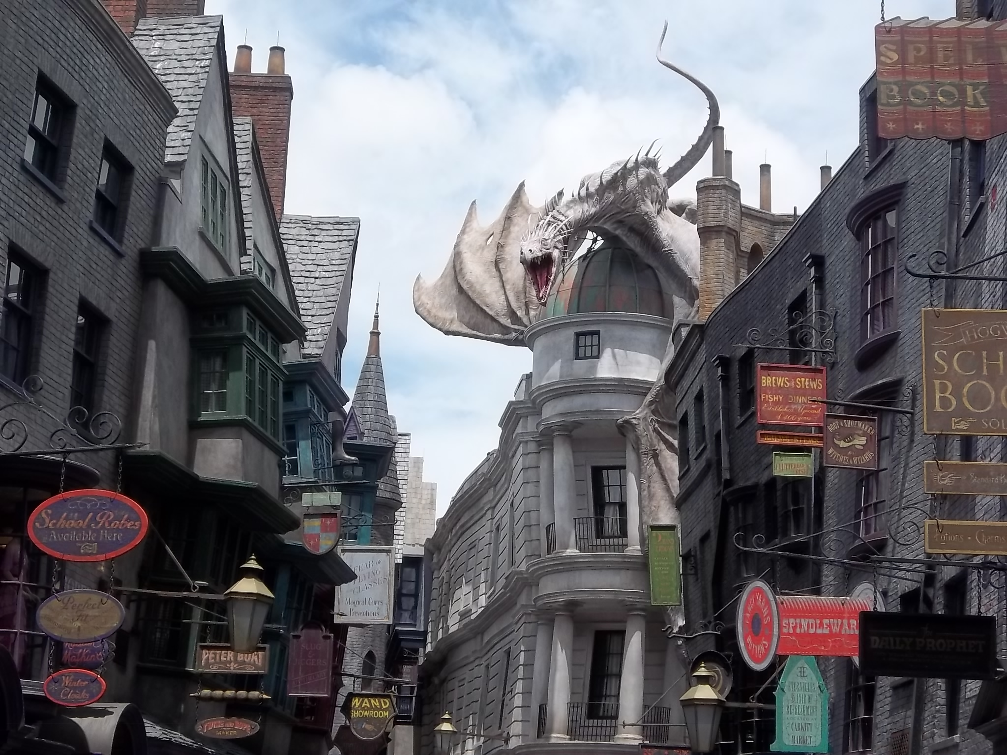 harry potter s diagon alley opens at universal studios orlando starloggers. Black Bedroom Furniture Sets. Home Design Ideas