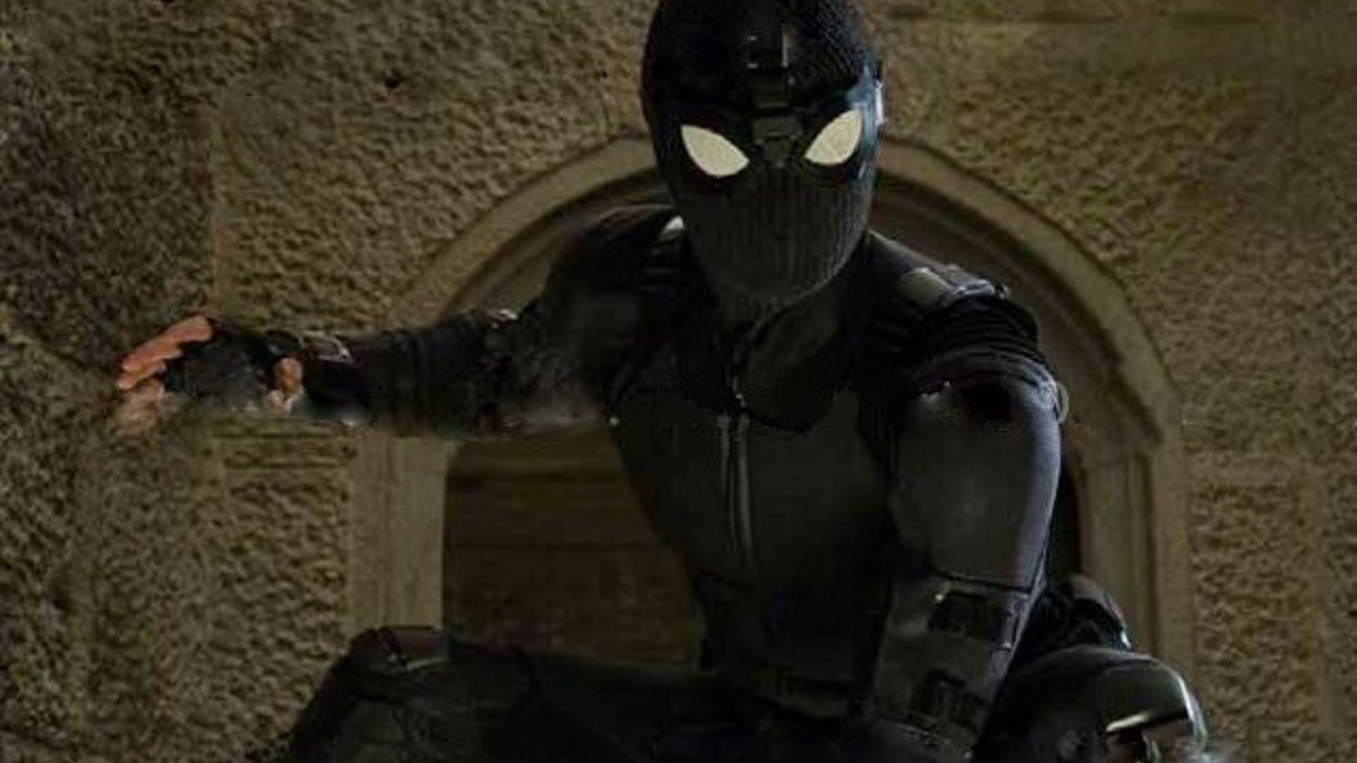 spider-man far from home black suit